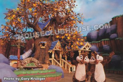 Chip 'n Dale in Mickey's Toontown, Disneylandpostcard photo by Gary Krueger